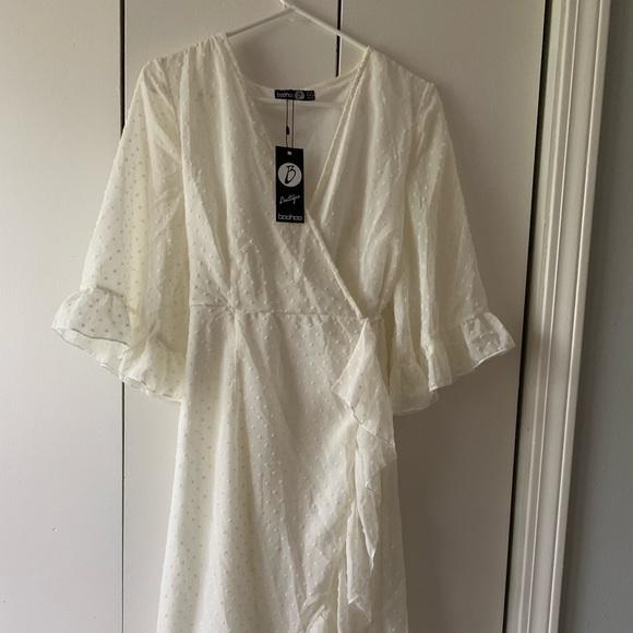 Boohoo Dresses & Skirts - NEW Boohoo White Chiffon Wrap Midi Dress